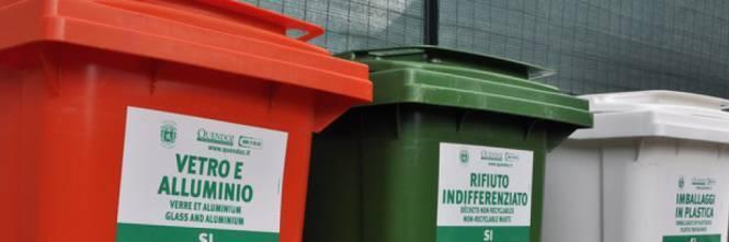 Bari, abbandona i rifiuti per strada, il Comune glieli restituisce e lo multa