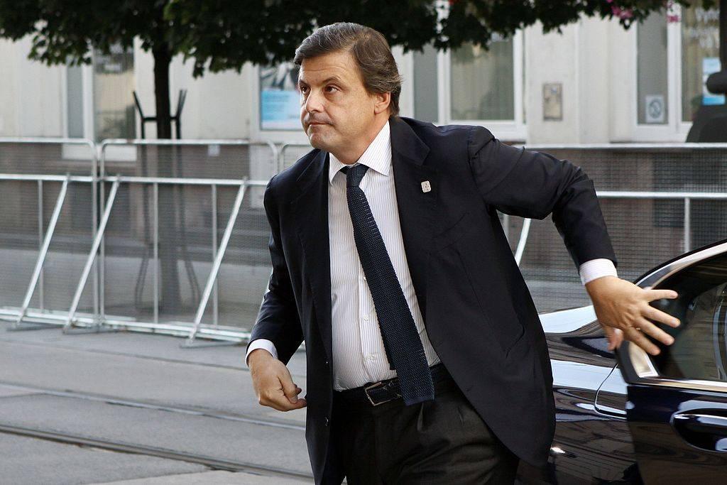 """Calenda: """"Mai con Emiliano in Puglia"""". Ma il suo candidato lo smentisce"""