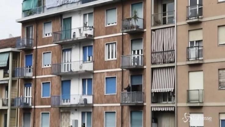 Torino, pusher africano si lancia da balcone per sfuggire agli agenti