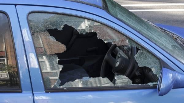 Bimba di 18 mesi si chiude in auto. Liberata dalla polizia