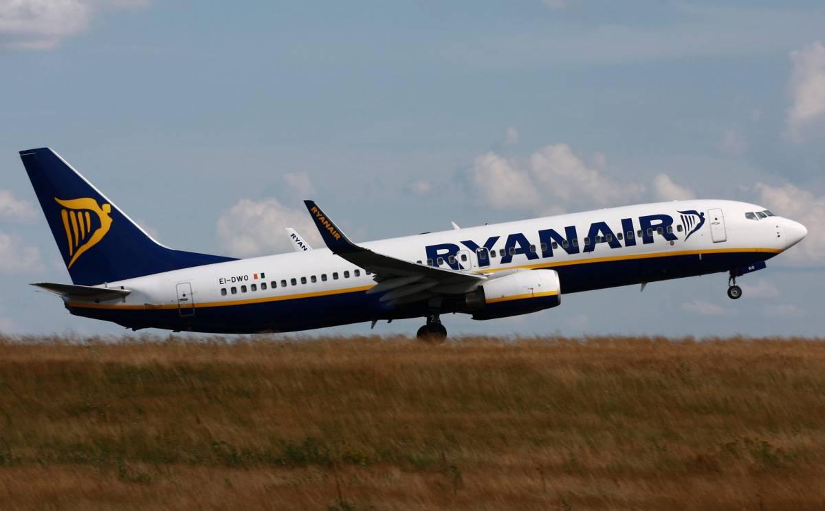 Ryanair, ora pagano pure i neonati (ma stanno in braccio)
