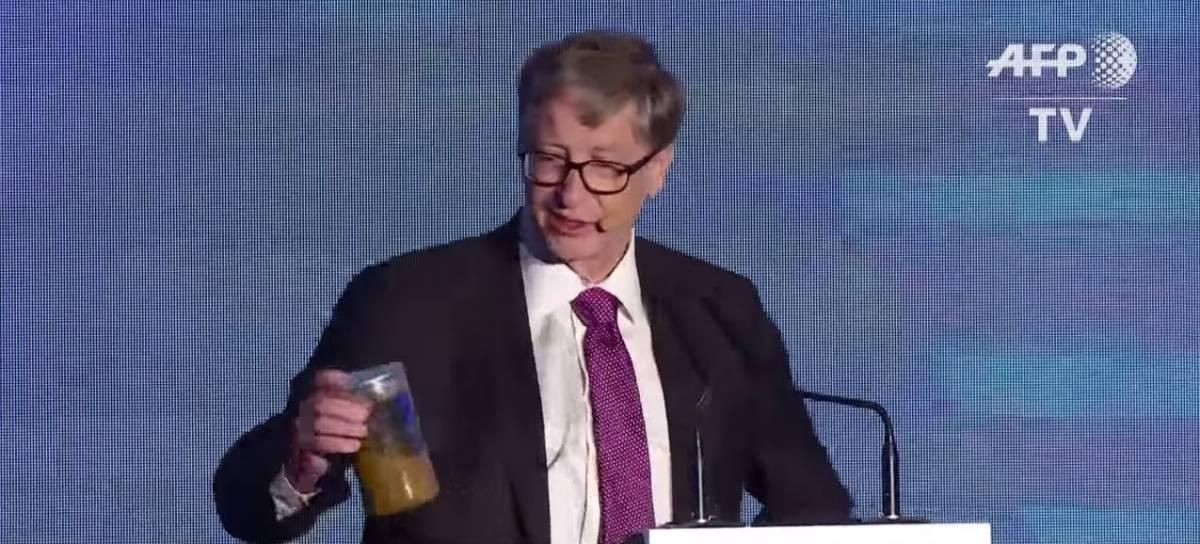 Perché Bill Gates si è presentato in Cina con un vasetto pieno di feci