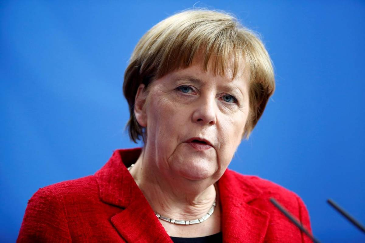 Germania, partito della Merkel promuove stretta antimigranti
