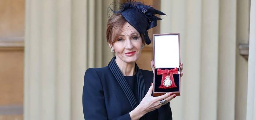J.K. Rowling porta in tribunale la sua ex assistente: aveva rubato 24 mila sterline