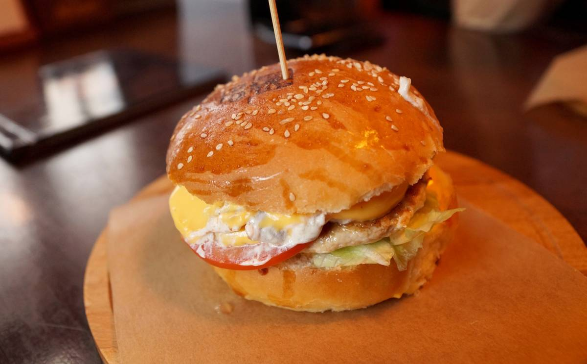 Anziani mangiano al fast food da 23 anni: salute al top