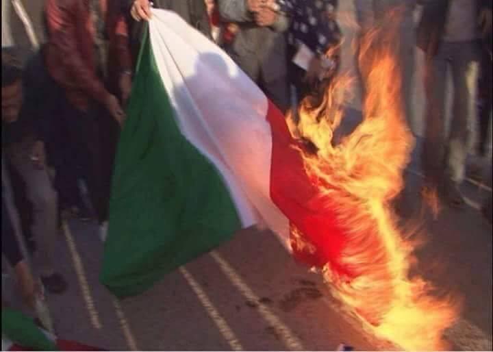 """Cassazione: """"Condannare sempre chi brucia il tricolore, non c'è il diritto di critica"""""""