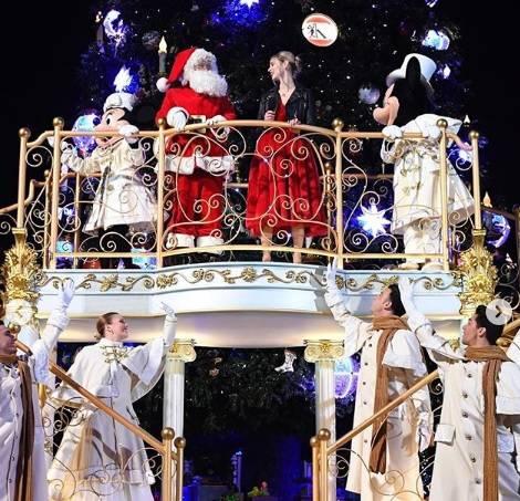 Adesso pure a Disneyland sfilano per il gay pride