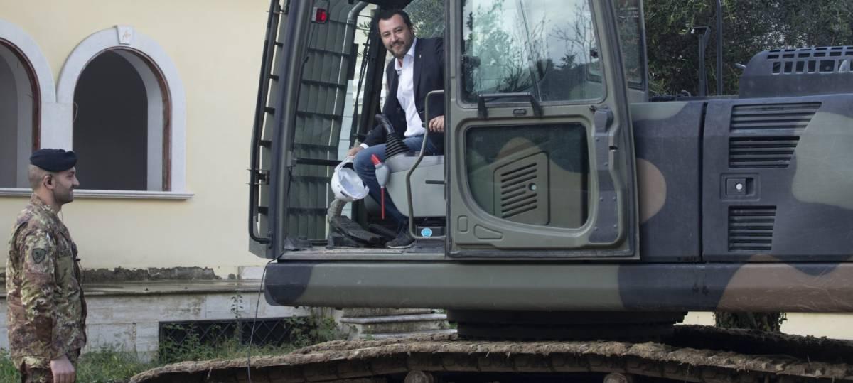 """Salvini: """"La ruspa? Se finisce come ministro, ho seconda professione da demolitore"""""""