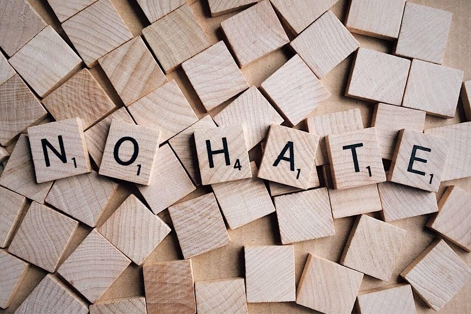 Allarme haters sui social. Come difendersi