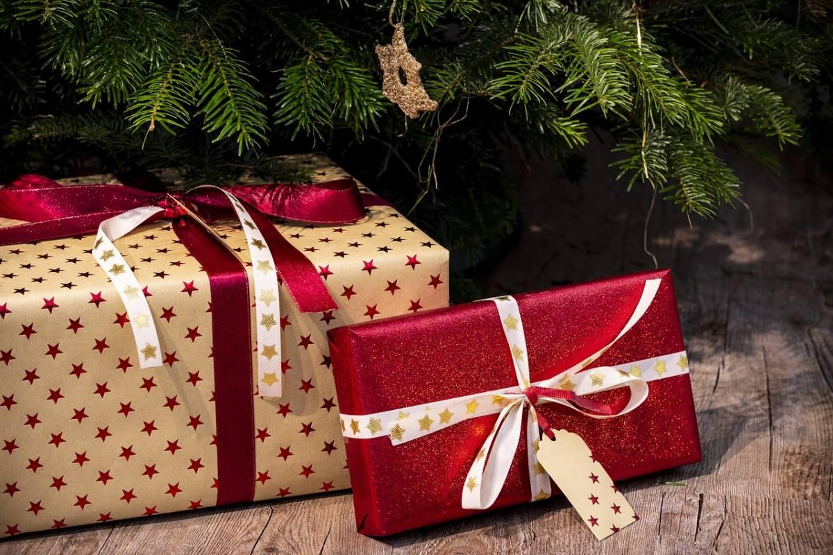 Ancona, i ladri entrano in casa e rubano anche i regali di Natale sotto l'albero