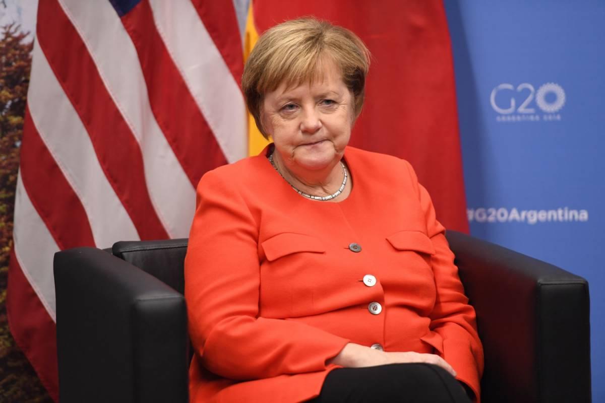 """""""Violenze da richiedenti asilo"""" Merkel di nuovo sotto accusa"""