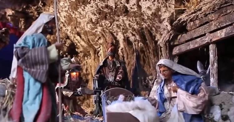 Natale, maestra cambia la canzone:  Bambino Gesù diventa Bambino laggiù