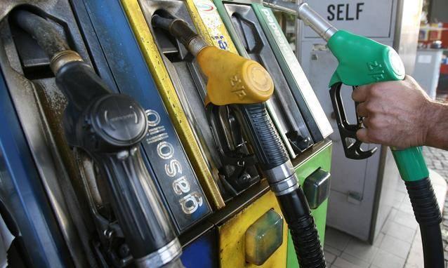 Gasolio non conforme e auto in panne, automobilisti inferociti