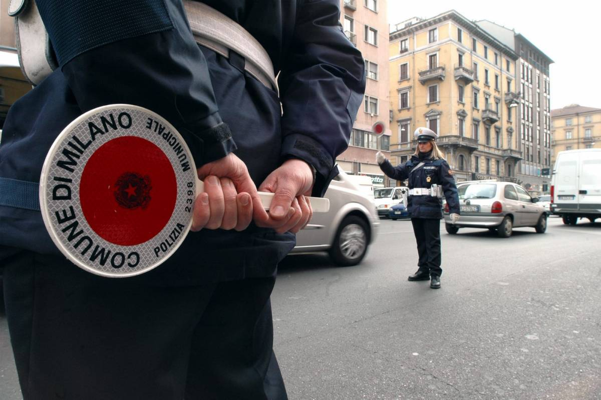 Ventimiglia, vigili le rimuovono l'auto. Ora chiede 26mila euro al Comune