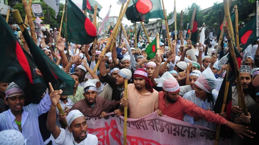 I laici vincono le elezioni in Bangladesh, proteste dell'opposizione infiltrata dagli islamisti