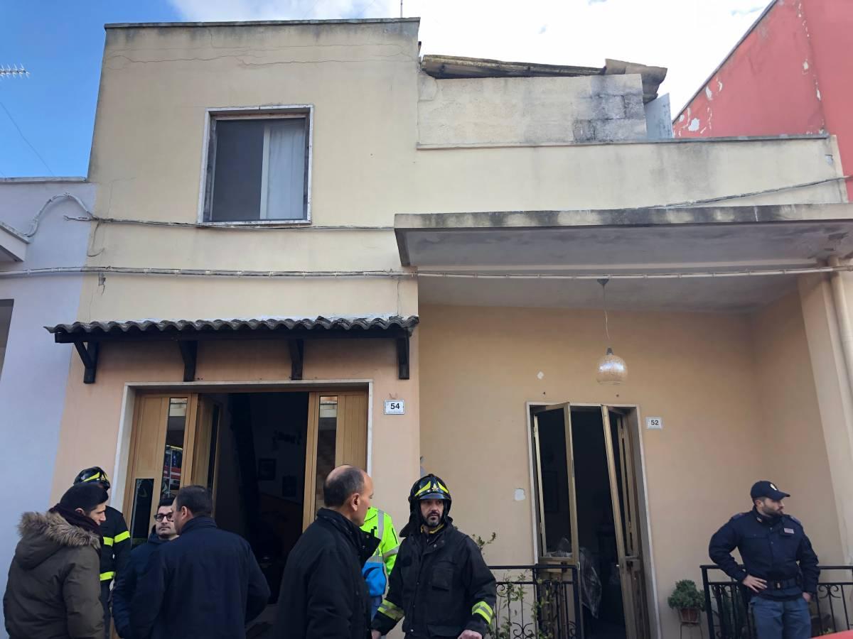 Ragazzo con disturbi psichici minaccia strage con bombole a gas