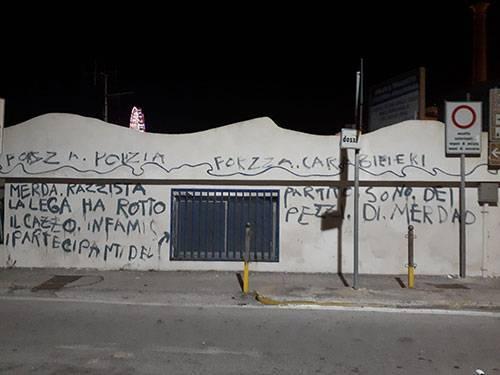 Salerno, vandali contro Salvini imbrattano per errore la sede della Lega Navale
