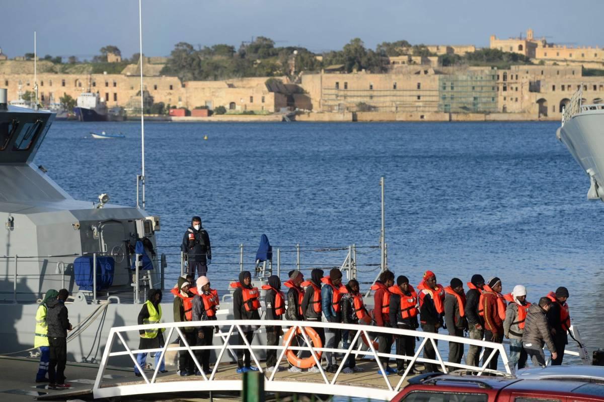 Dieci migranti in Italia con l'aiuto dei Valdesi Caos sui ricollocamenti