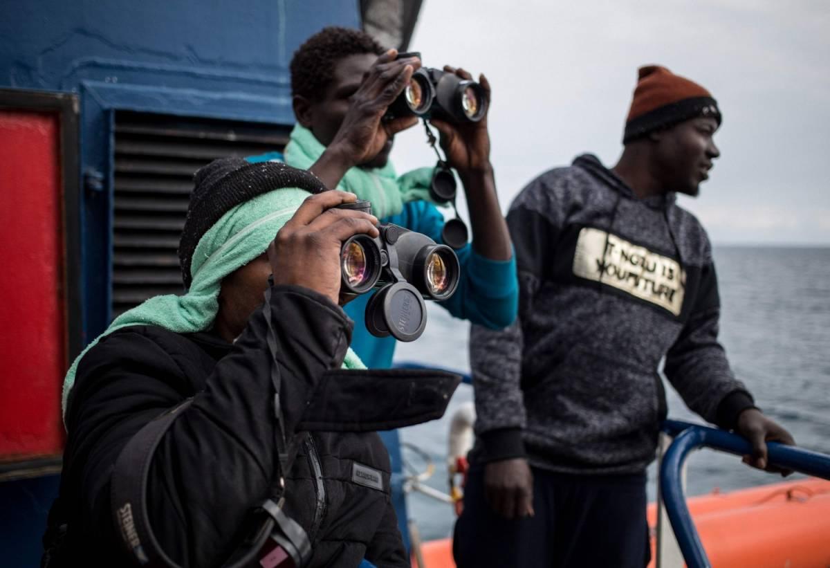 """Sea Watch sbarca a Catania. Salvini: """"In Italia restano 1-2 migranti su 47"""""""