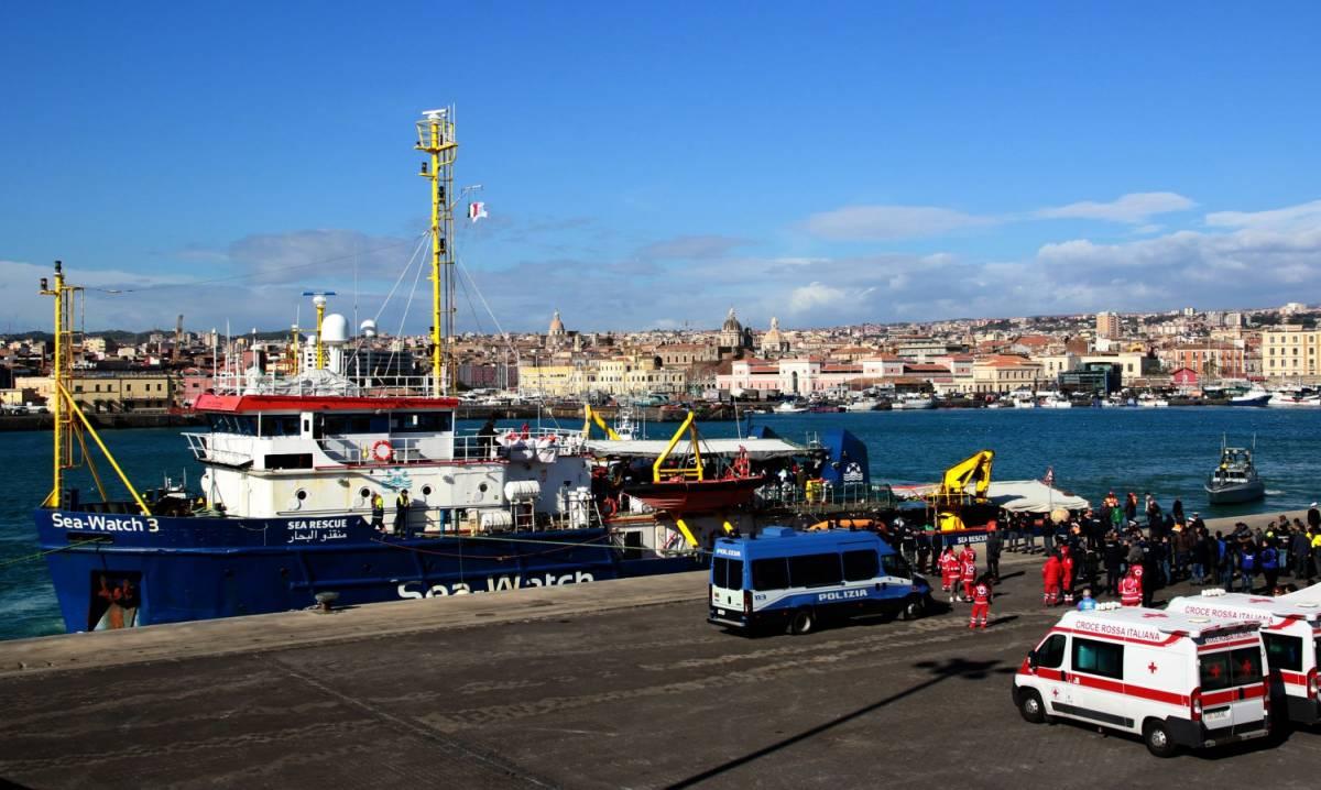 """La Sea Watch sfida l'Italia: """"Sulla nave non ha giurisdizione"""""""