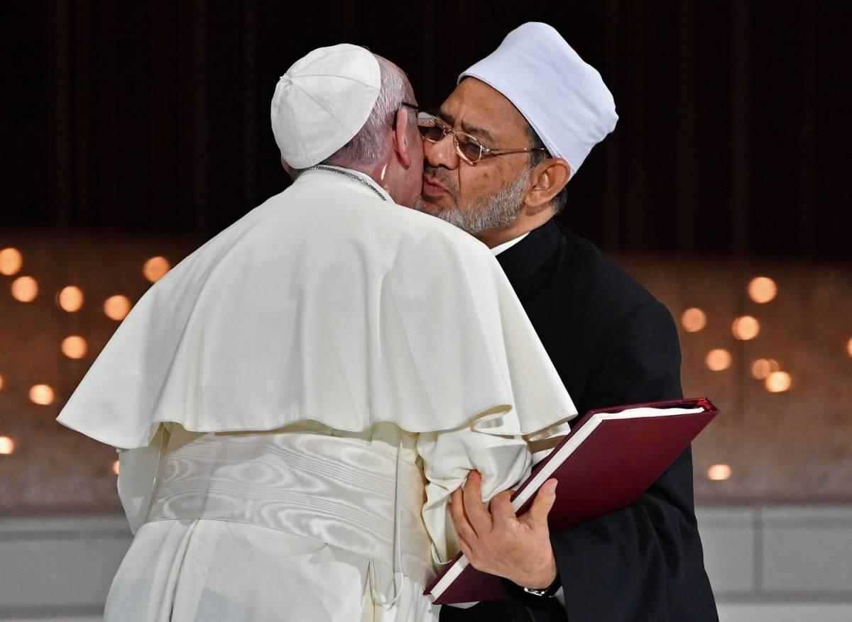 L'imam plaude al papa per il documento sulla Fratellanza