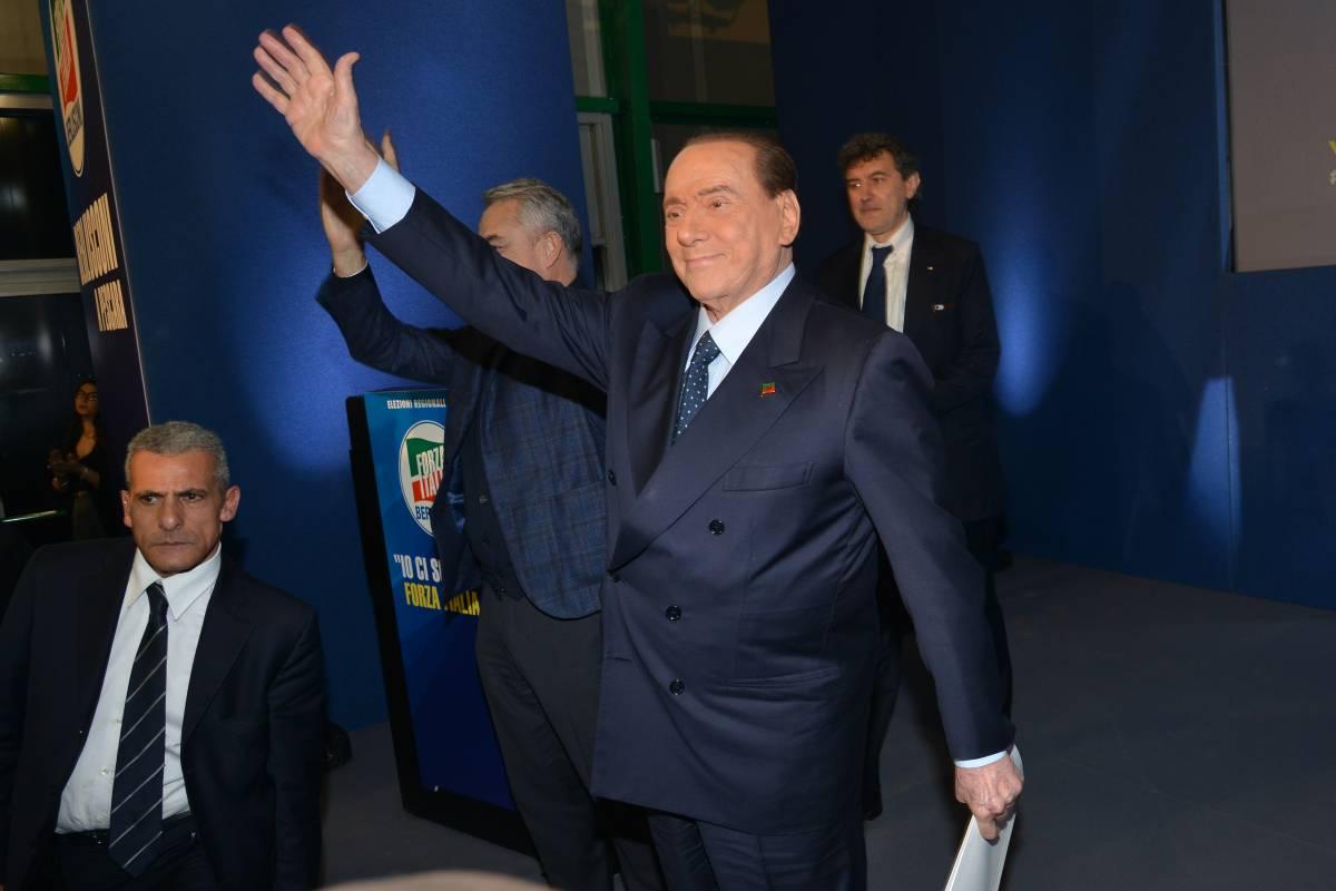"""Berlusconi lancia Draghi premier """"È lui l'uomo giusto per il Paese"""""""