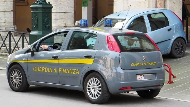 Napoli, sequestrati quasi 2 milioni di articoli non a norma in negozio cinese