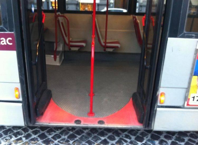 Lecce, autista denunciato per non aver permesso a minore senza biglietto di salire sul bus