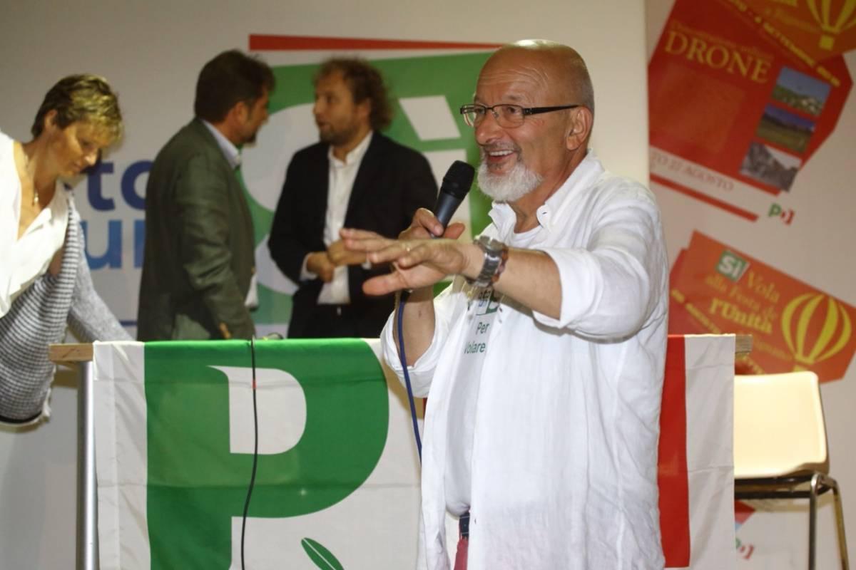 """Truffe anche sugli immigrati: il """"metodo"""" della famiglia Renzi"""