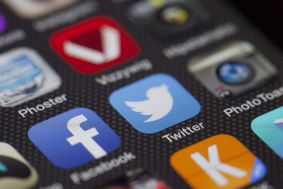 Twitter aumenta l'utile e gli utenti