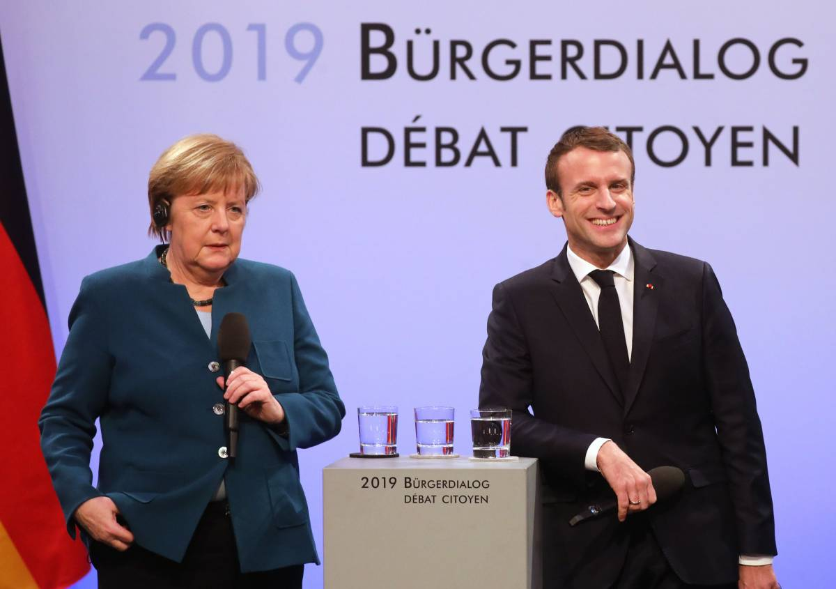 Il ricatto di Merkel e Macron: fondi Ue solo a chi ha i conti in regola