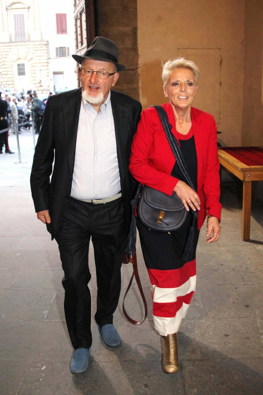 Reati fiscali, a processo i genitori e la sorella di Renzi