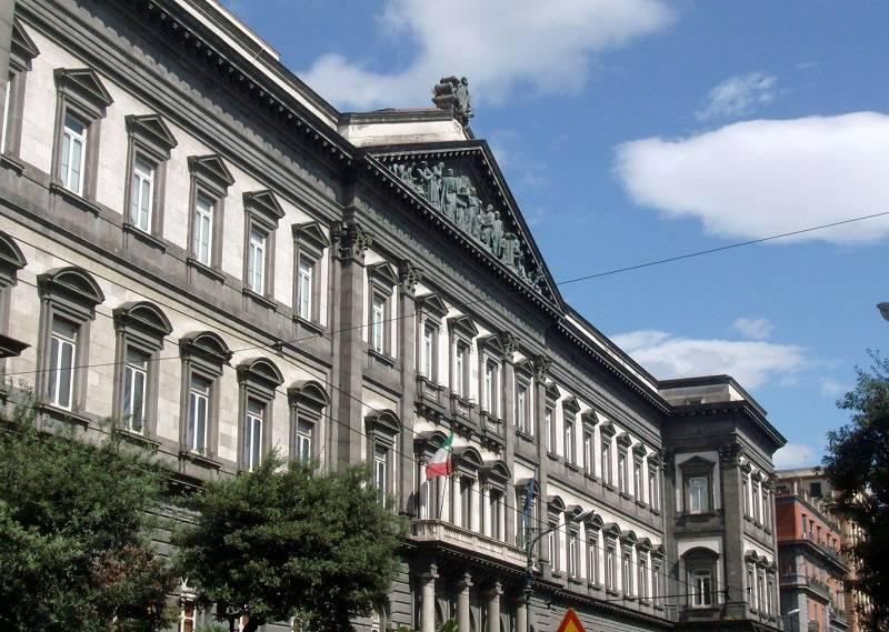 Napoli, polemica dopo la segnalazione del bar abusivo all'Università