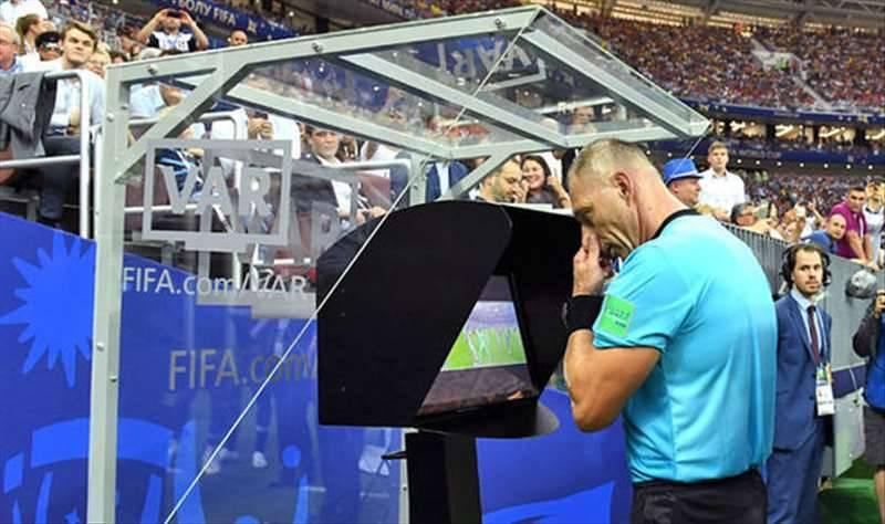 """Calcio, è ufficiale: per la Crusca si dice """"il Var"""""""