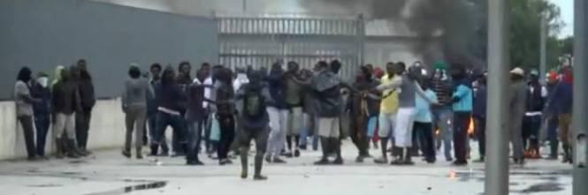 Onlus fa fuggire migranti: l'appalto valeva 3 milioni di euro