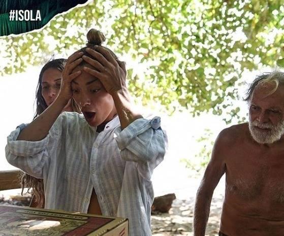 Lutto all'Isola dei Famosi, è morta la nonna di Maddaloni