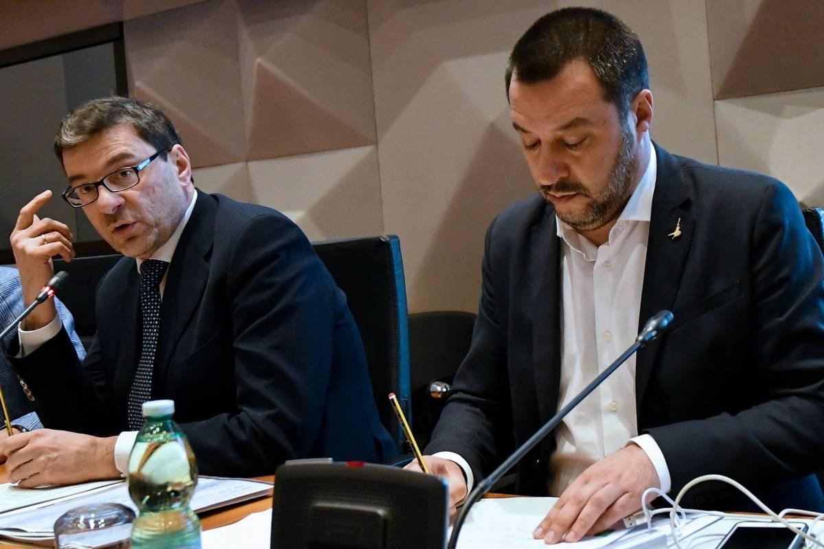 """Salvini difende Giorgetti: """"Quello che fa Giancarlo io lo condivido in pieno"""""""