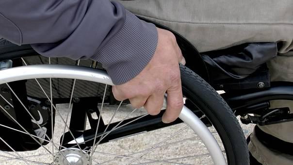 Vigili e disabili insieme multano gli automobilisti indisciplinati