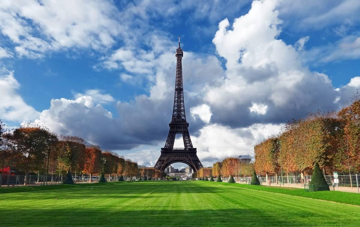 """Parigi è """"impresentabile e sporca"""", così il Guardian demolisce la capitale francese"""