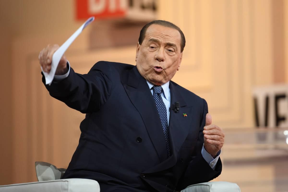"""Berlusconi: """"Il M5S finirà nella spazzatura della storia"""""""