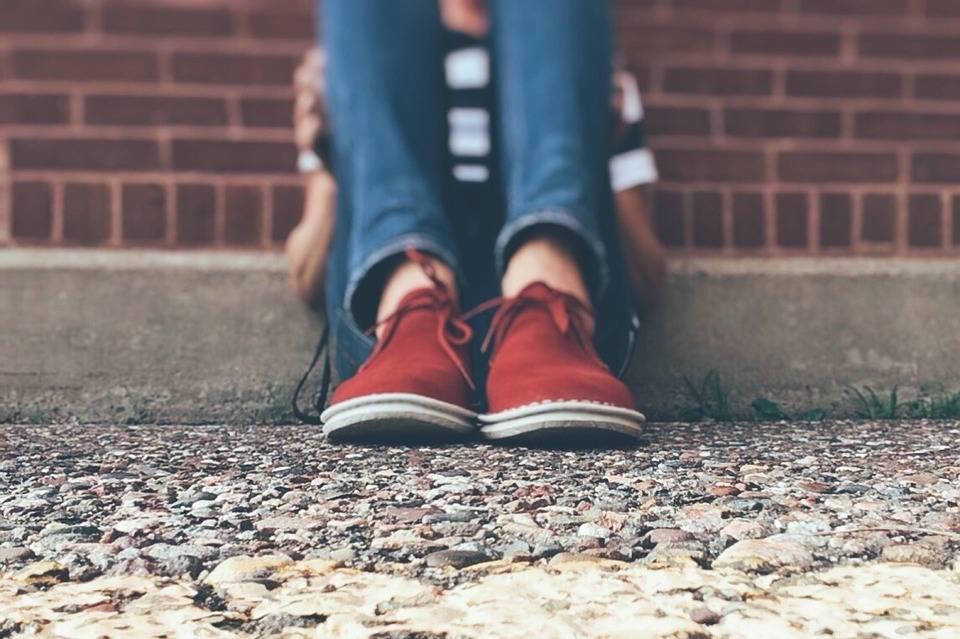 Pistoia, minore legata e maltrattata dai compagni di scuola