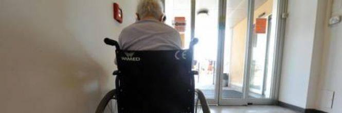 Catanzaro, anziani maltrattati. In manette operatori di una casa di riposo