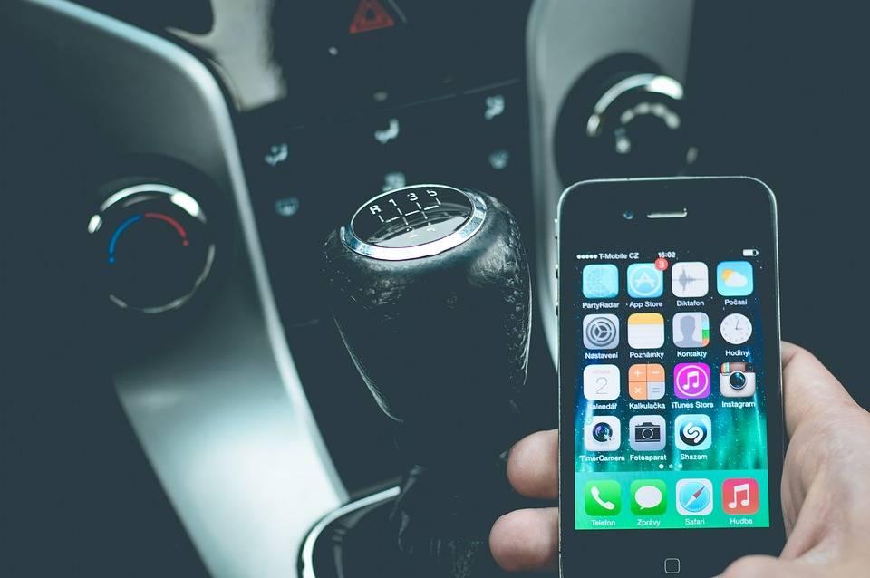 Omicidio stradale, usare il cellulare alla guida è un'aggravante