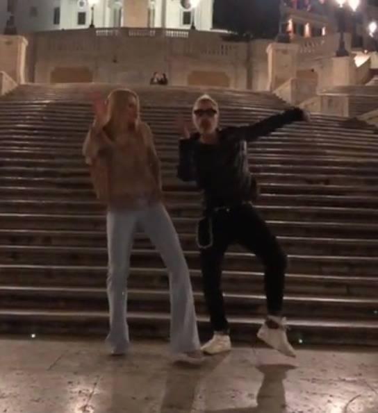 Michelle Hunziker balla con Gianluca Vacchi