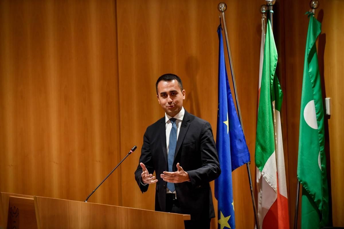 """""""Deve lasciare"""", """"Piena fiducia"""". Su Siri è scontro Salvini-Di Maio"""