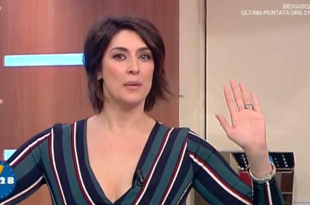 Elisa Isoardi in imbarazzo a La Prova del Cuoco