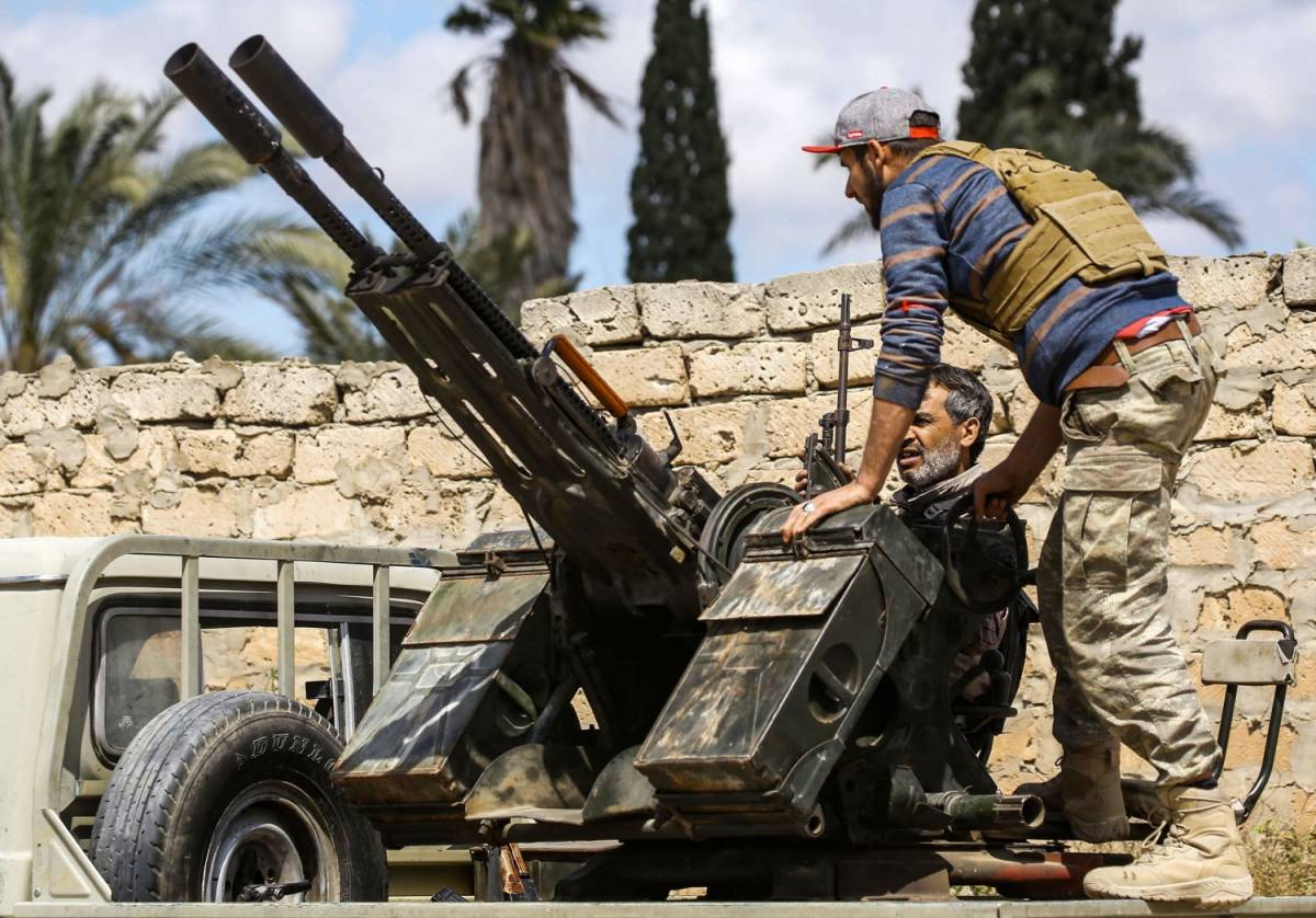 Guerra alle porte di Tripoli. Mandato d'arresto per Haftar
