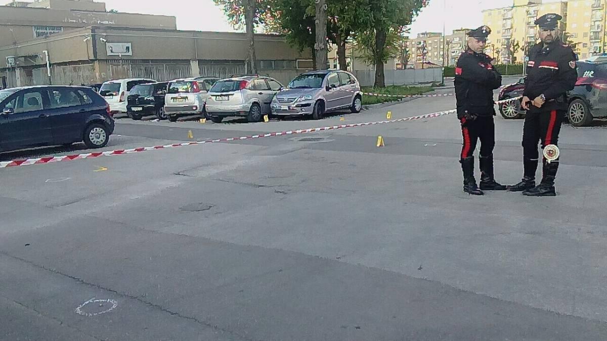 'Hanno sparato davanti ai bambini' L'inferno di fuoco choc in strada