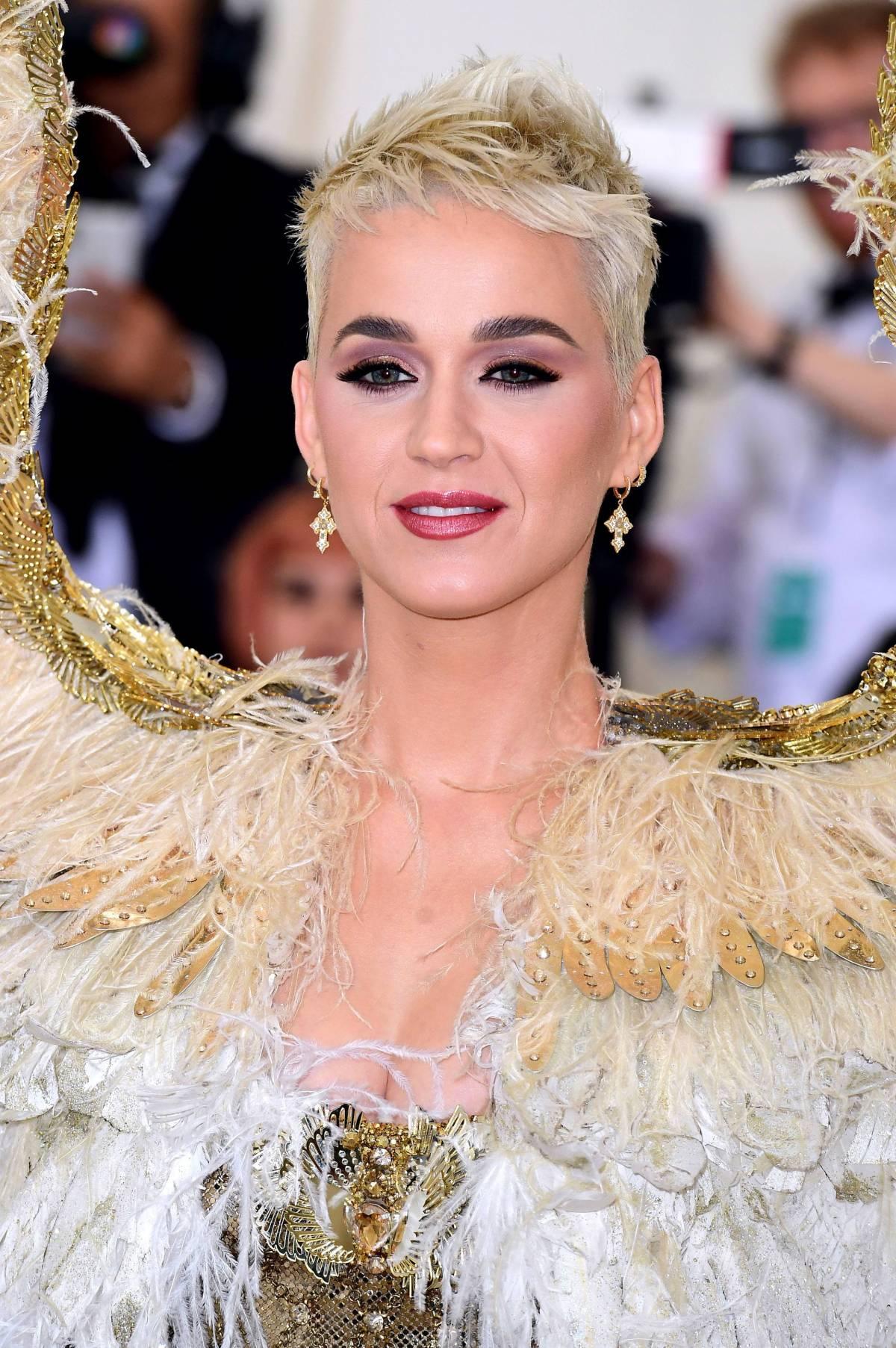 Katy Perry e Orlando Bloom, baci appassionati al Coachella