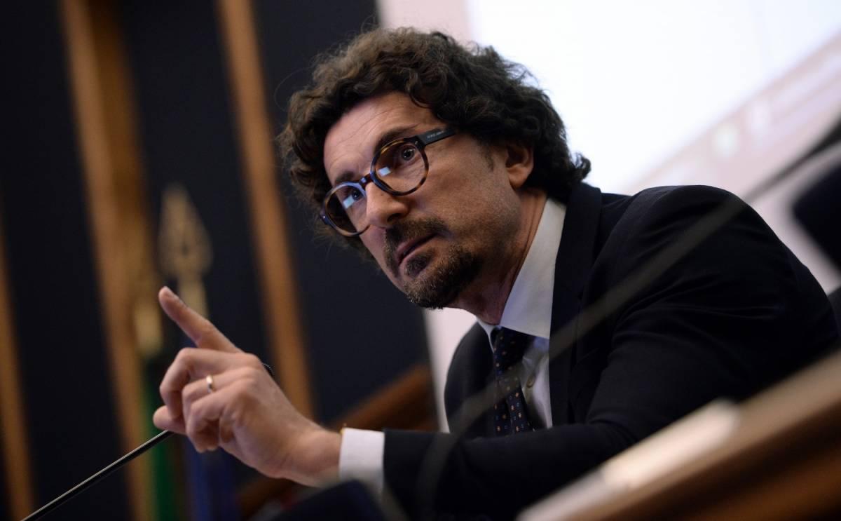 Toninelli non perde tempo: già ritirate le deleghe a Siri